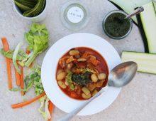 Jarní minestrone s pestem z mladých kopřiv