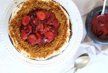 Podzimní perníkový dort s tvarohovým krémem a flambovaným ovocem